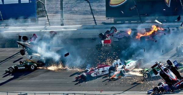 2011 Izod IndyCar: 11 Laps, Crash, Tribute and Mourning