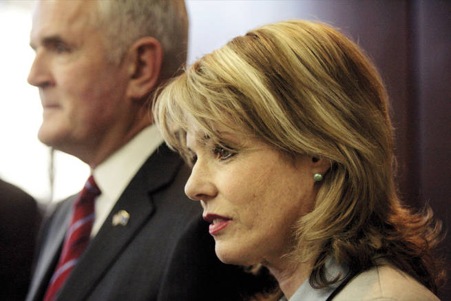 Dawn Gibbons appears by her husband's side during an October 2006 news conference. She filed papers in court Wednesday (May 28, 2008) that are apparently an argument to open the couple's sealed divorce filing.
