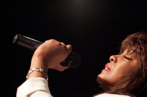 Mary Wilson, co-founder of The Supremes, rehearses for a September 2008 appearance on the Dennis Bono Show at Sam's Town.