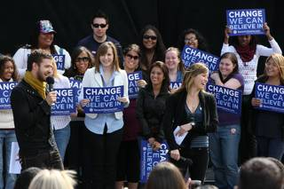 Justin Timberlake and Jessica Biel rally for Obama.