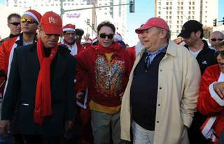 Siegfried & Roy are joined by Robin Leach at the Great Santa Run Saturday, Dec. 6, 2008,  in Las Vegas.