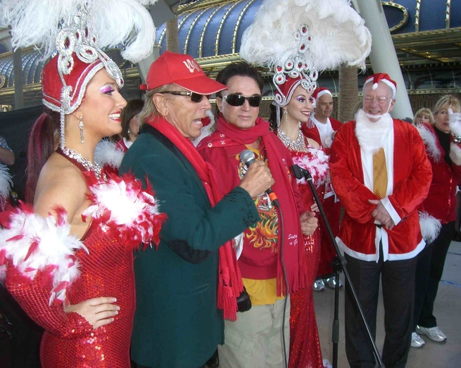 Siegfried & Roy with Mayor Oscar Goodman and his showgirls at the Great Santa Run Saturday, Dec. 6, 2008, in Las Vegas.