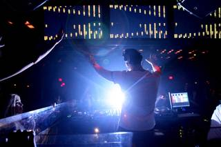 DJ Tiesto spins his electronic anthems at Jet Friday night, Dec. 26, 2008.