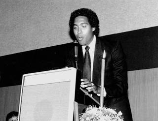 Bob Florence, a UNLV great in the early 1970's, speaks during his induction in the UNLV Athletics Hall of Fame in 1987.