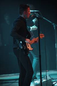 Brandon Flowers, slappin' the bass.
