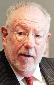 Las Vegas Mayor Oscar Goodman is mulling a run for governor.