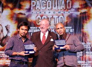 Las Vegas Mayor Oscar Goodman poses with Manny Pacquiao, left, of the Philippines and WBO welterweight champion Miguel Cotto of Puerto Rico after presenting them with ceremonial keys to the city during a news conference at the MGM Grand Wednesday, Nov. 11, 2009.  Pacquiao and Cotto will fight at the MGM Grand Garden Arena on Saturday.