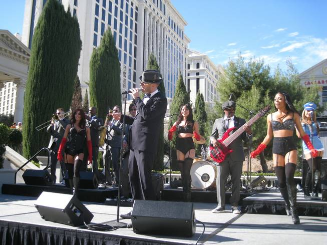 Matt Goss and his grounded, yet high-flying, band powers through a brief show at Caesars Palace. Note the seven-string bass.