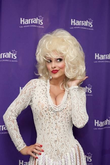 Maria Menounos makes a special appearance as Dolly Parton in ...