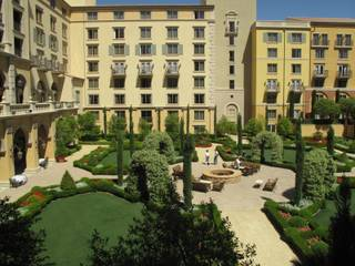 The courtyard at the Ritz-Carlton Lake Las Vegas is shown just before the hotel closed its doors in May 2010.