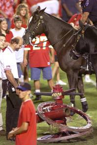 Rebels fans take a look at the dismantled Fremont Cannon at Sam Boyd Stadium in 2000 after a 38-7 UNLV victory. The cannon was dropped in a post-game celebration and has been inoperable since.