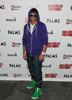 2010 Halloween: DJ Pauly D as Justin Bieber at Moon