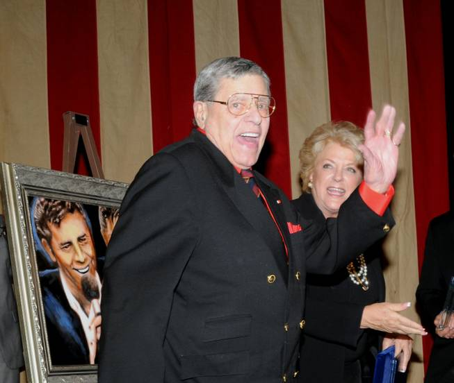 Jerry Lewis receives the Lifetime Achievement Award from the Nevada Broadcasters Association at Red Rock Resort on Aug. 20, 2011.