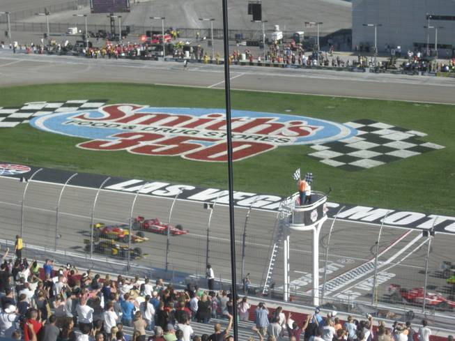Five lap tribute to Dan Wheldon