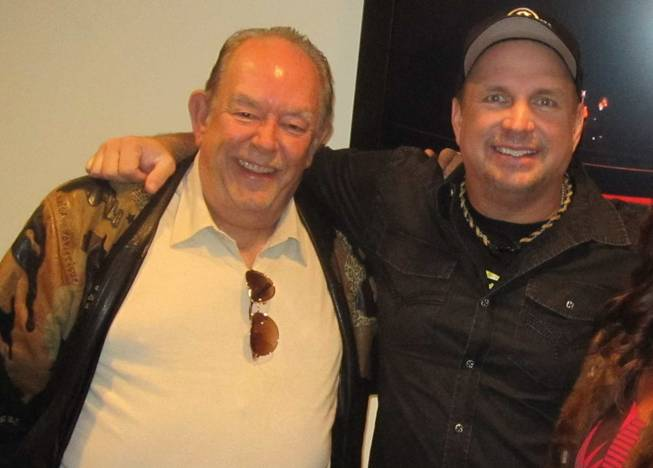 Robin Leach and Garth Brooks backstage at Encore Theater in the Wynn.