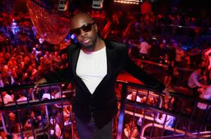 Wyclef Jean Performs at the Bank