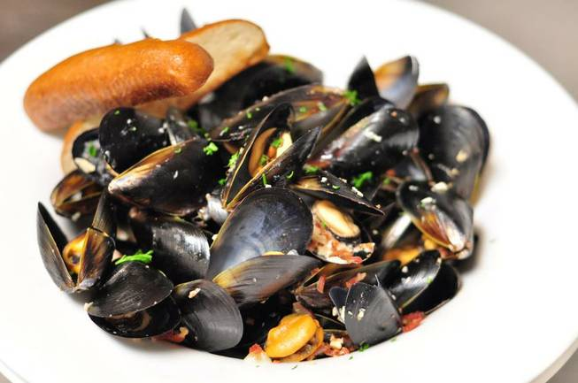 Ri Ra's stout-steamed mussels