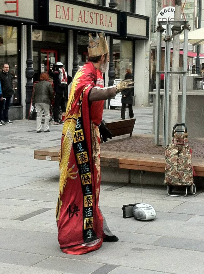A street performer, the king of the street, if you will, in Stephansplatz, the center of Vienna.