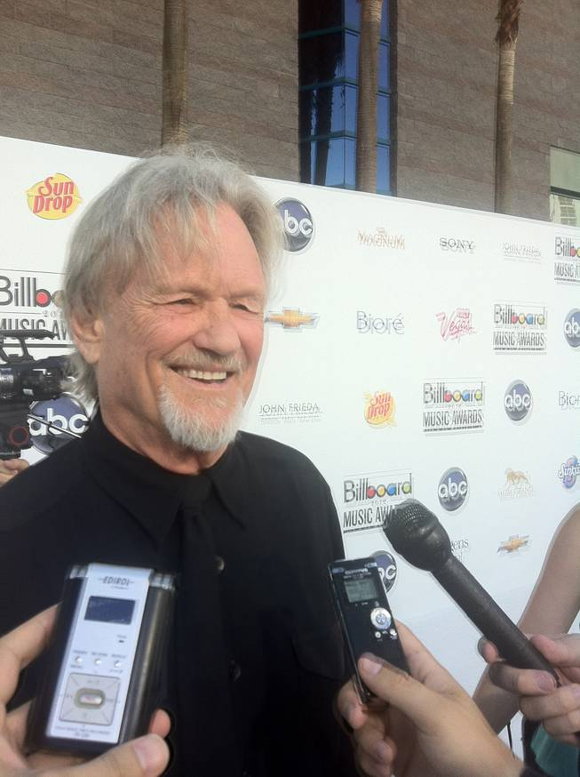 Kris Kristofferson talks up Taylor Swift on the red carpet of the 2012 Billboard Music Awards.