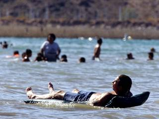 Paul Gulotta cools off at Boulder Beach Sunday, July 9, 2000. The beach is among several areas that are to receive capital improvements from public land exchange funds that Secretary of the Interior Bruce Babbitt announced during his visit to Las Vegas last week. STEVE MARCUS / LAS VEGAS SUN