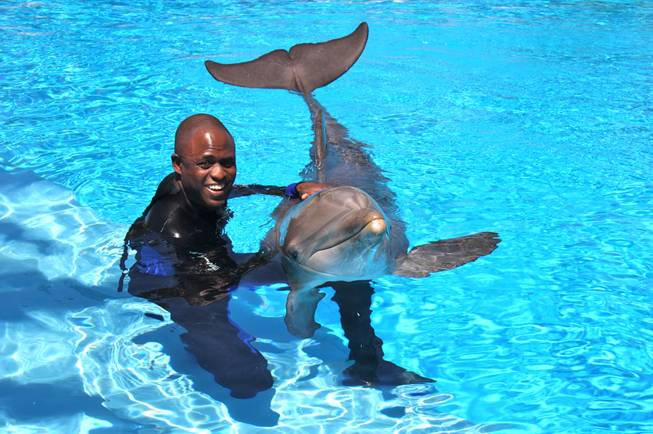 Wayne Brady celebrates his 40th birthday with Maverick in The ...
