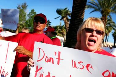 School District sends pink slips to 419 teachers - Las Vegas Sun