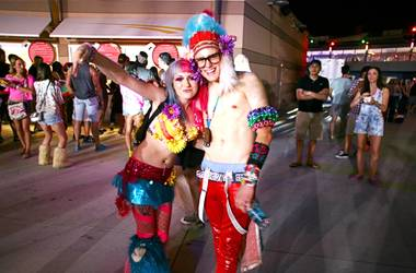 If there's one thing to know about the crowd at this weekend's Electric Daisy Carnival, it's that they don't do anything halfway -- and ...