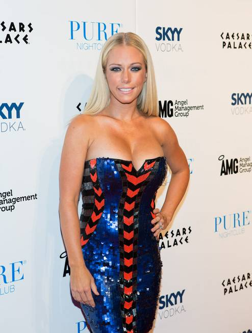 Kendra Wilkinson-Baskett celebrates her belated 27th birthday with husband Hank ...