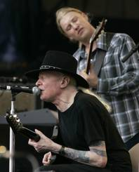 "Johnny Winter, seated, and Derek Trucks, background, perform ""Highway 61"" at the Crossroads Guitar Festival in Chicago, Saturday, July 28, 2007."