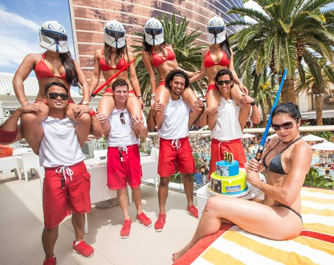 Adrianne Curry celebrates her 30th birthday at Encore Beach Club ...