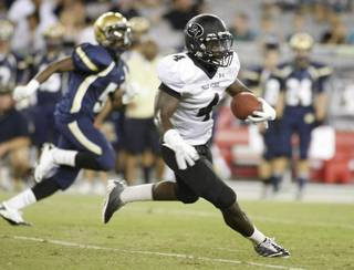 Palo Verde running back Lee Griggs runs through the Desert Vista defense en-route to a 71 yard touchdown run during the second quarter of the 2012 AIA Sollenberger Classic football game on Saturday, Aug. 18, 2012, at University of Phoenix Stadium in Glendale, Ariz.