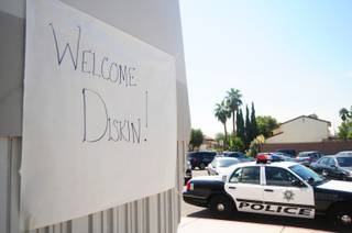 A welcome sign for Diskin Elementary School students is posted at the front of Decker Elementary School on Wednesday, Sept. 5, 2012. About 700 Diskin students were temporarily transferred to Decker on Wednesday after the 39-year-old school's air-conditioning system failed on Tuesday.