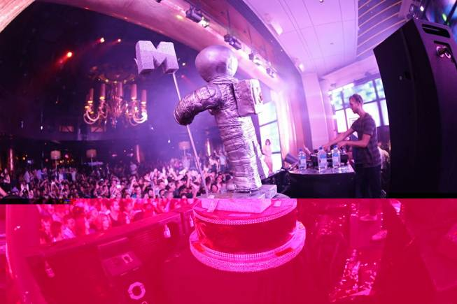 DJ Calvin Harris celebrates his two 2012 MTV Video Music ...