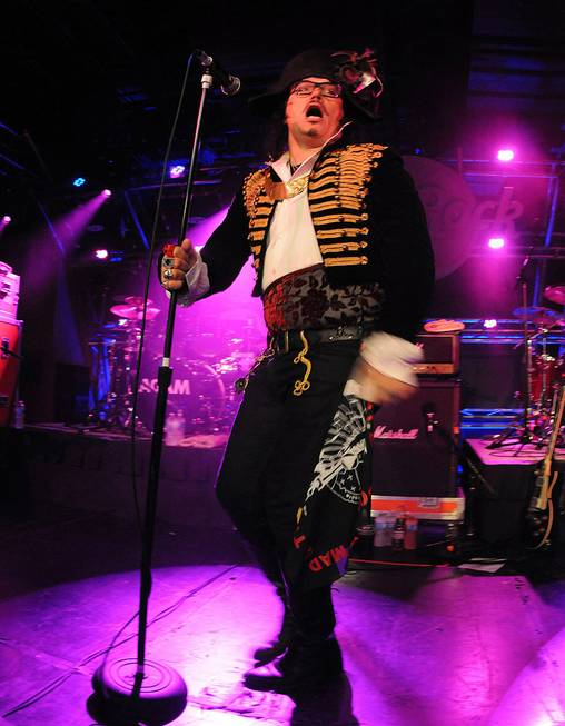 Adam Ant performs his second U.S. concert in 16 years ...