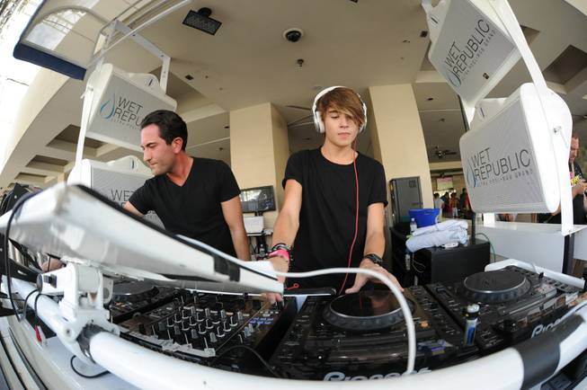 Danny Avila spins at the 2012 season closing of Wet ...