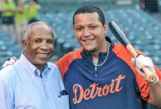 2012 Triple Crown winner Miguel Cabrera of the Detroit Tigers with 1966 Triple Crown winner Frank Robinson.