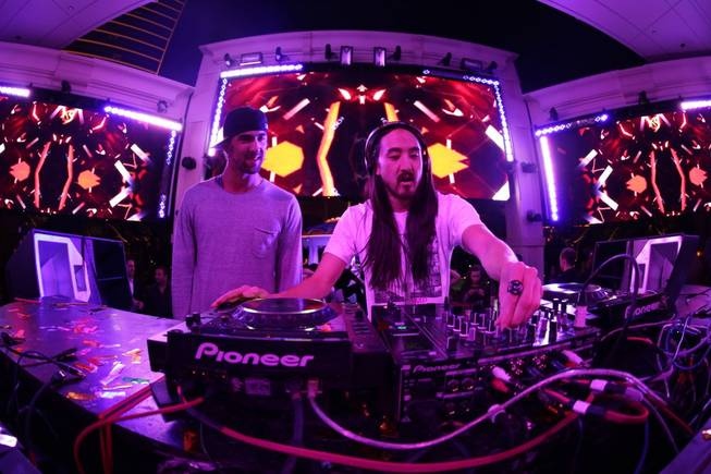 Michael Phelps and DJ Steve Aoki at XS in the ...