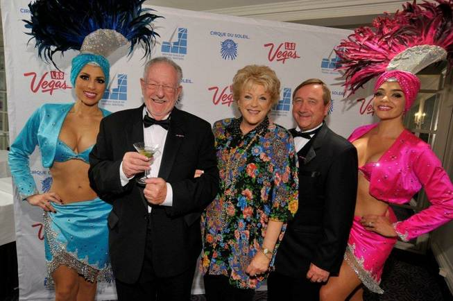 Showgirls, Oscar Goodman, Carolyn Goodman and Rossi Ralenkotter in London.
