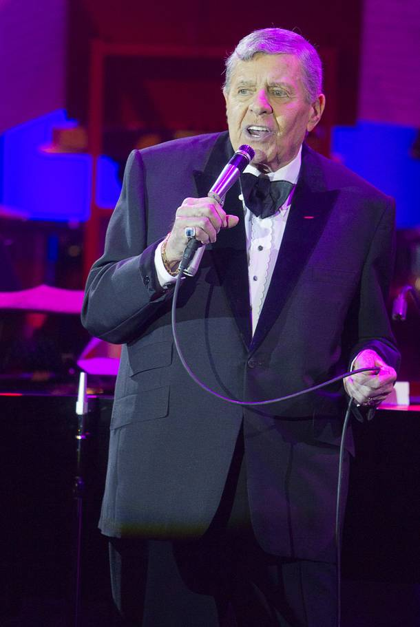 Entertainer Jerry Lewis performs at the Orleans Showroom Sunday, November 18, 2012.