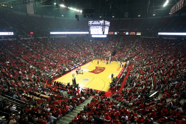 An overall view of the Thomas & Mack during the UNLV vs Hawaii men's basketball game, Dec. 1, 2012.