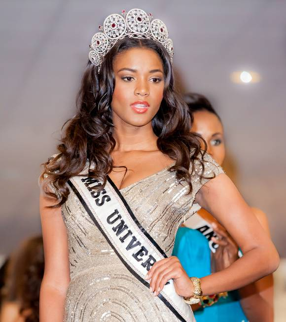 2011 Miss Universe Leila Lopes of Angola walks down a ...