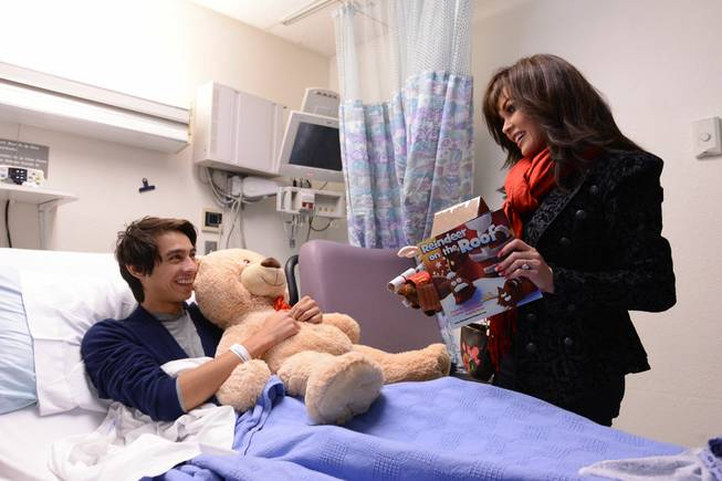 Flamingo headliner Marie Osmond hands out Christmas gifts to pediatric ...