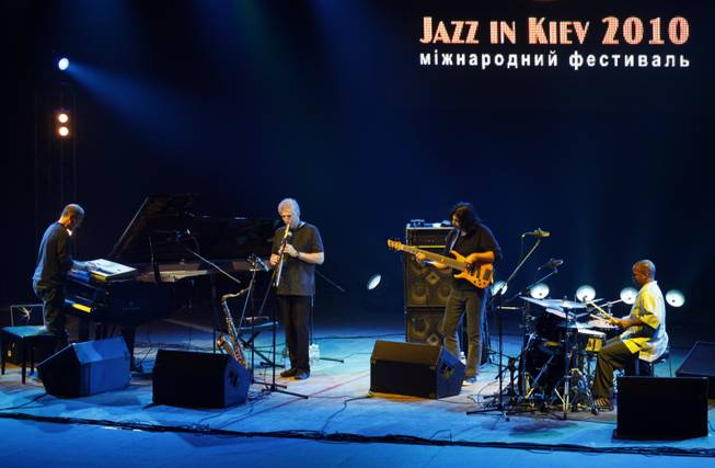 The jazz group Yellowjackets of USA performs at the jazz festival in Kiev, Ukraine, Friday, Oct. 29, 2010.