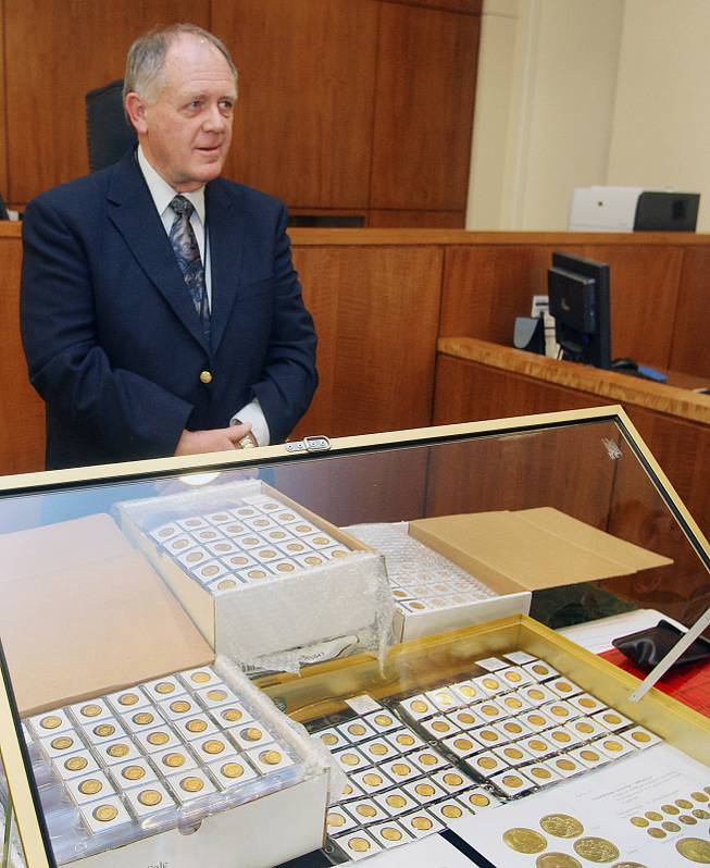 Howard Herz, the appraiser who valued Walter Samaszko Jr.'s collection at $7.4 million, is shown at an auction in a small Carson City courtroom, Feb. 26, 2013.