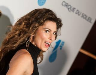 Shania Twain arrives on the blue carpet for Cirque du Soleil's