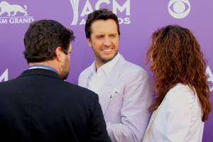 Luke Bryan hustles across the red carpet before the 48th annual ACM Awards show at MGM Grand Garden Arena.