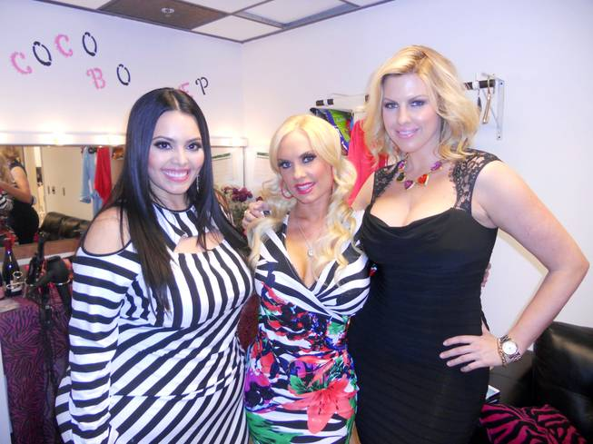 """Curvy Girls"" stars Rosie Mercado, who is a Las Vegas resident, and Ivory Kalber flank ""Peepshow"" at Planet Hollywood"" star Coco Austin."