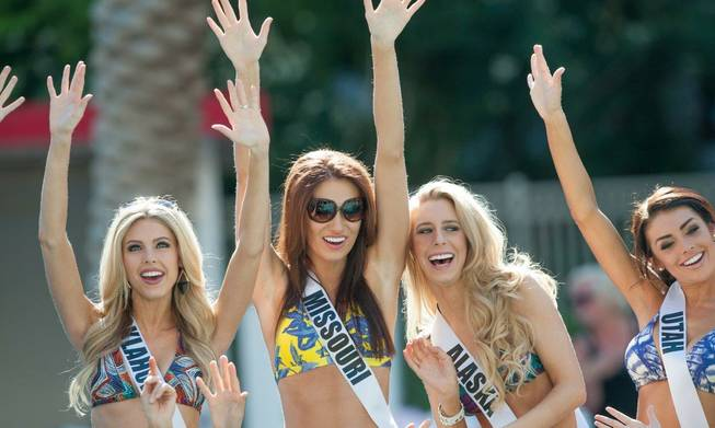 2013 Miss USA Pageant contestants pose for photographs and take ...