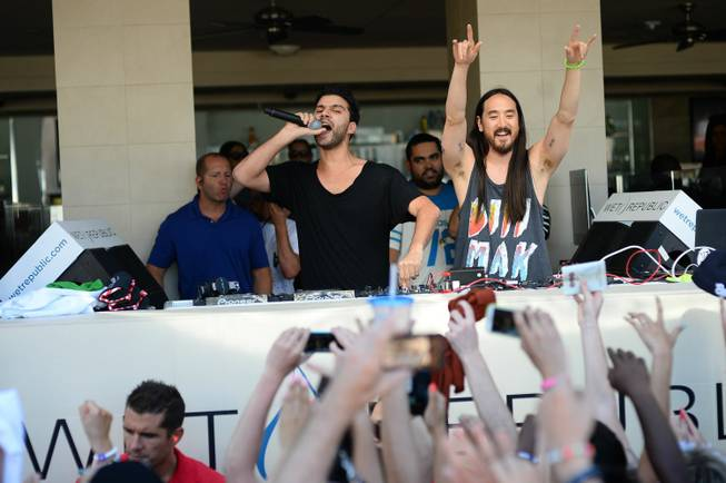 R3hab and Steve Aoki at Wet Republic in MGM Grand ...