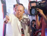 http://www.nytimes.com/2014/04/20/fashion/robin-leach-rolls-on-in-las-vegas.html